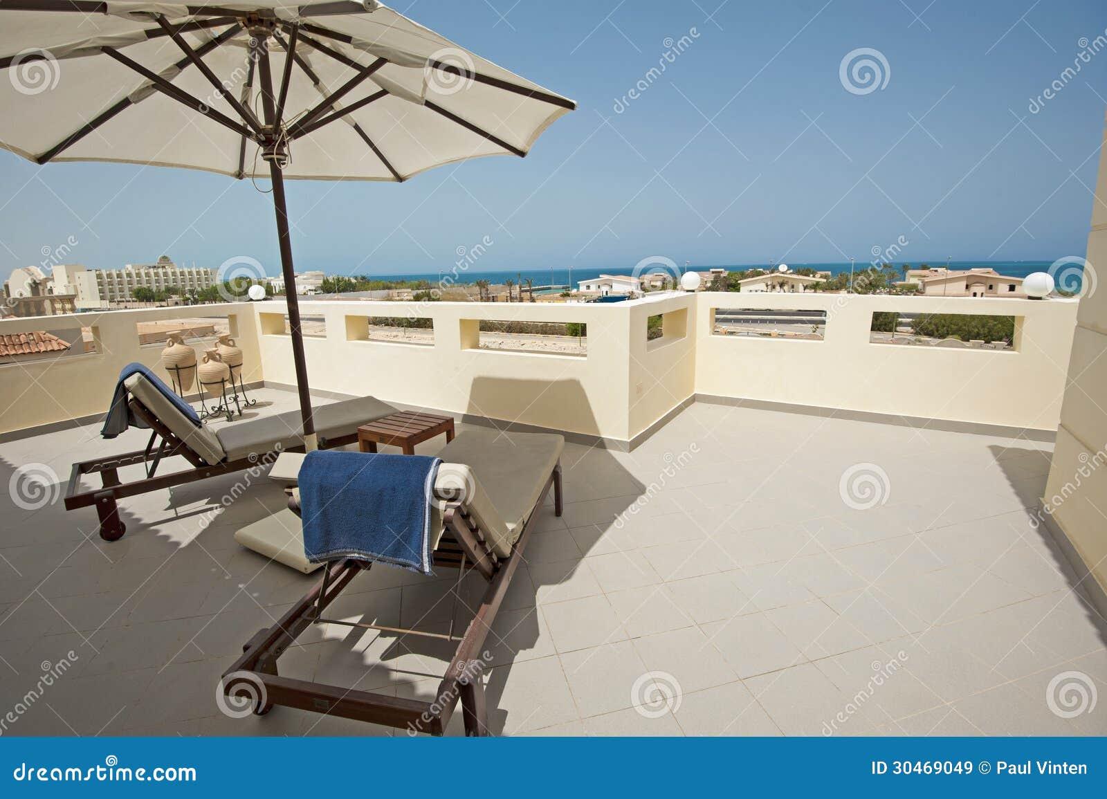 dakterras van een luxe tropische villa royalty vrije stock afbeeldingen afbeelding 30469049. Black Bedroom Furniture Sets. Home Design Ideas