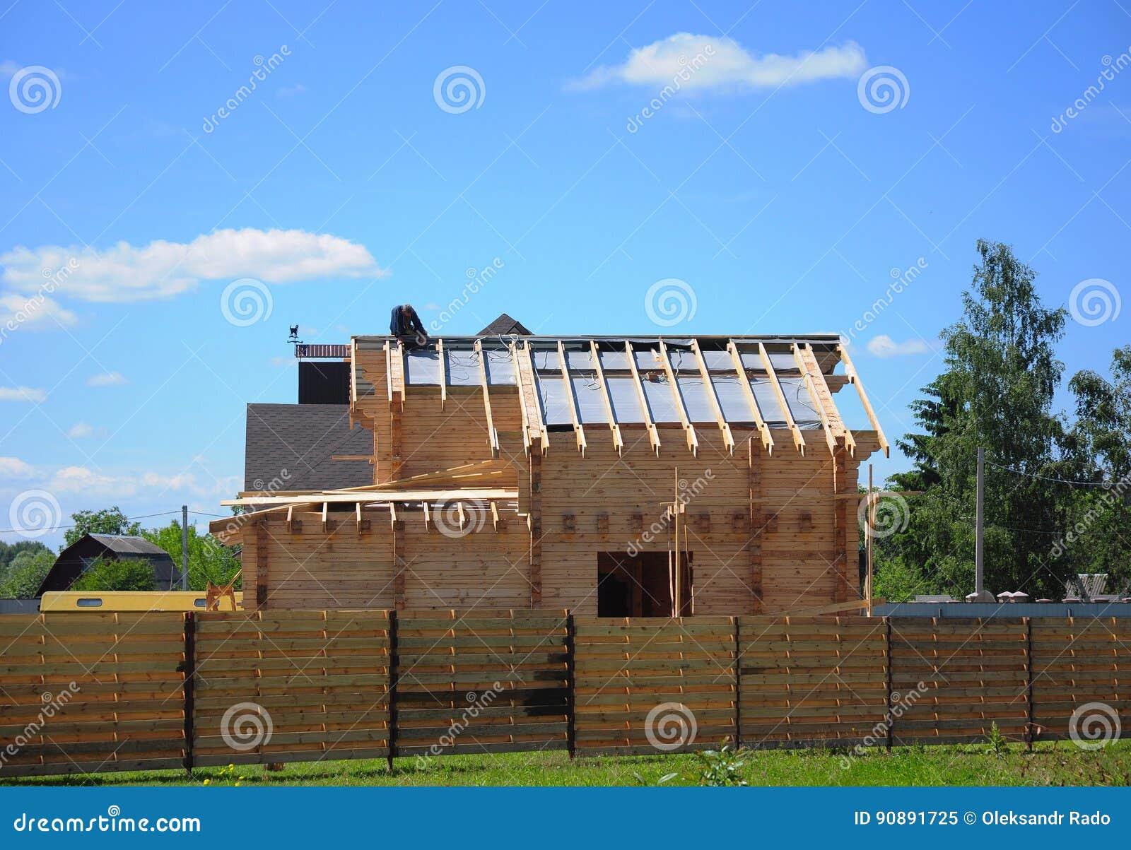 Dakwerkbouw en de Bouw van Nieuwe Blokhuisbuitenkant Aannemer, Roofer Install, Reparatie Asphalt Shingles op het Dak