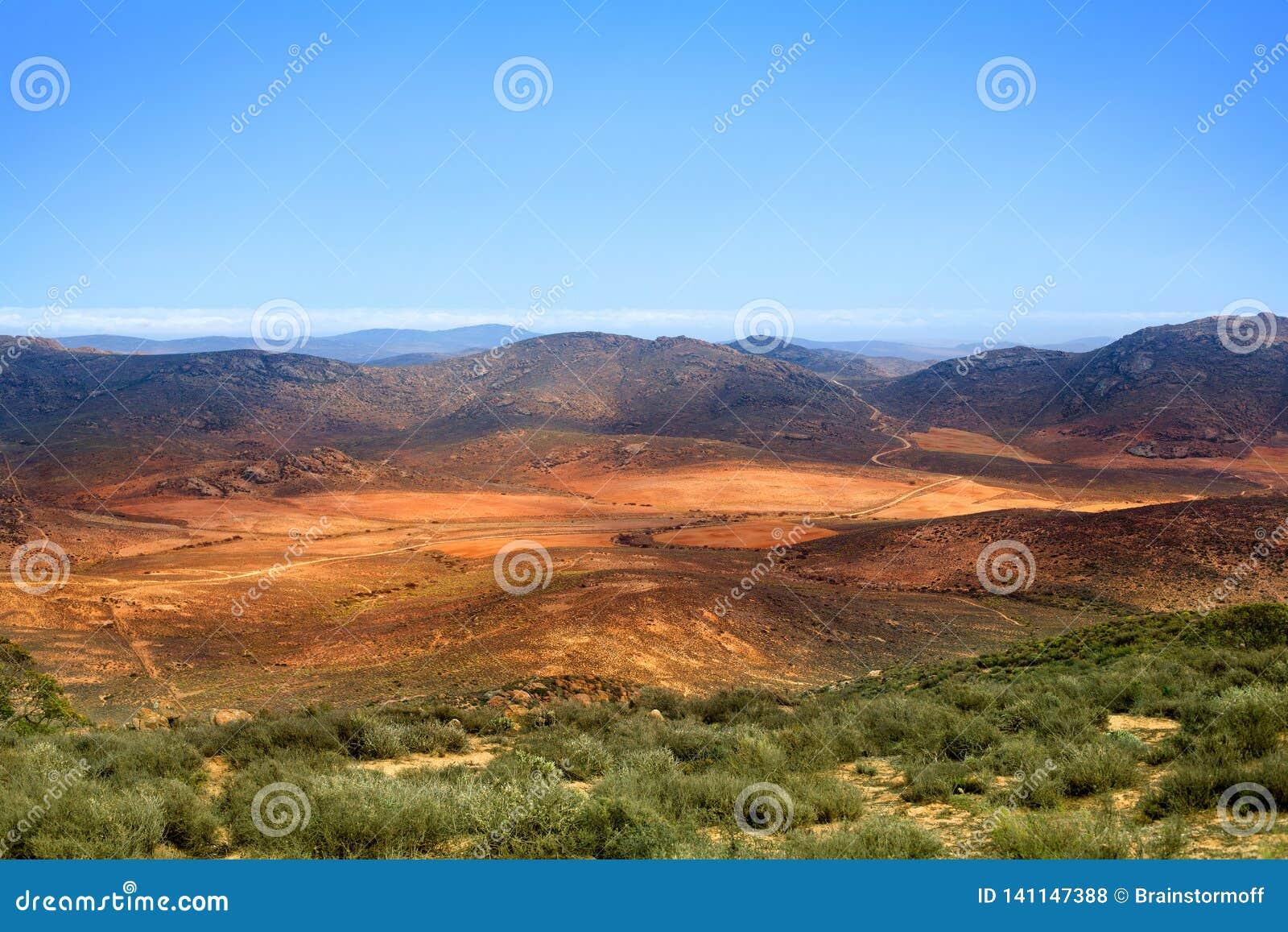 Dal för landskappanoramaberg, Drakensberg berg, löst Sydafrika lopp