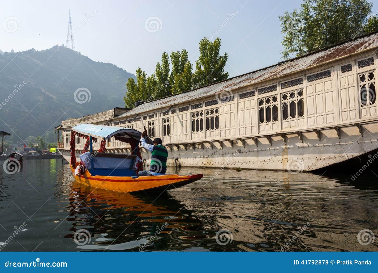 Dal Lake, Srinagar, Jammu And Kashmir Tourism Editorial Stock Photo - Image: 41792878