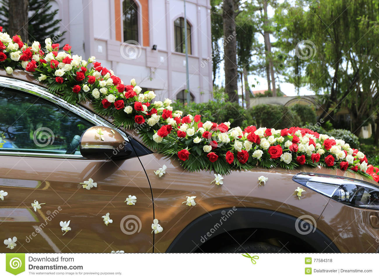 Dalat vietnam may 30 2016 wedding decoration of flowers in car dalat vietnam may 30 2016 wedding decoration of flowers in car izmirmasajfo