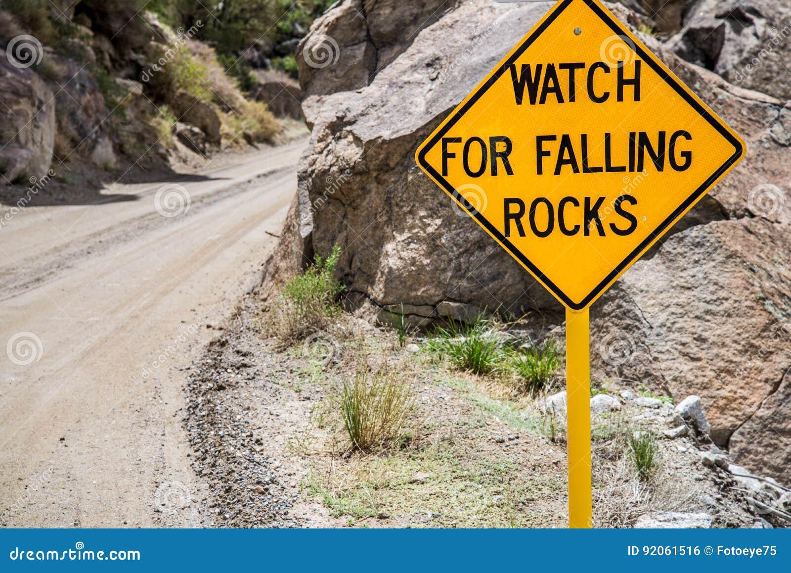 Dalende de Waarschuwingsverkeersteken van het Rotsengevaar