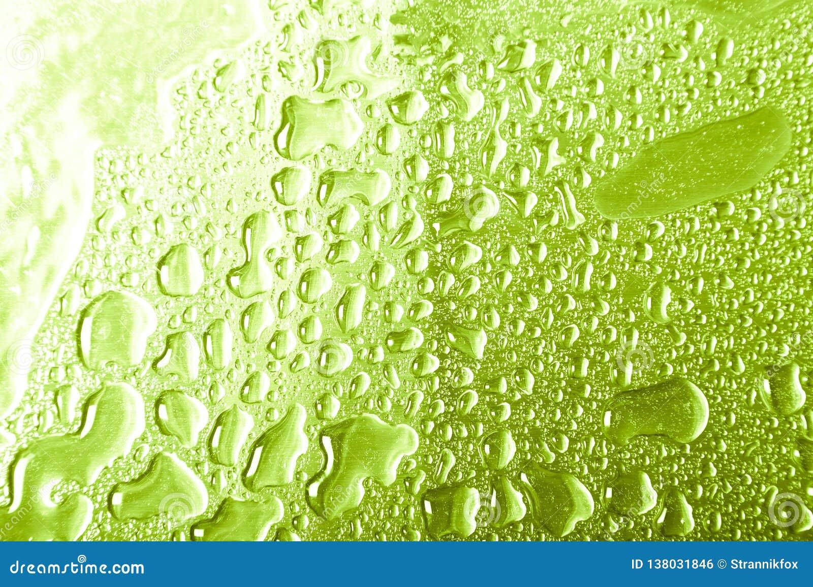 Dalingen van water op een kleurenachtergrond grijs Ondiepe Diepte van Gebied Selectieve nadruk blur