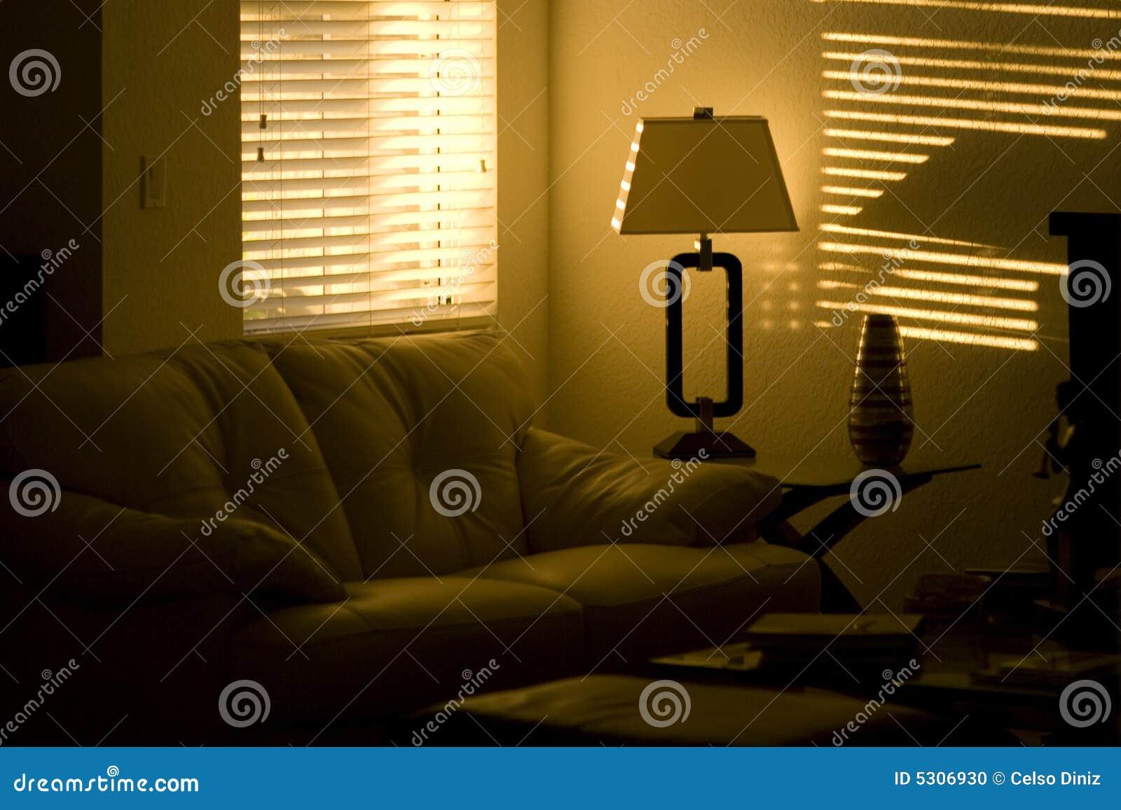 Download Salone fotografia stock. Immagine di dell, lampada, scuro - 5306930