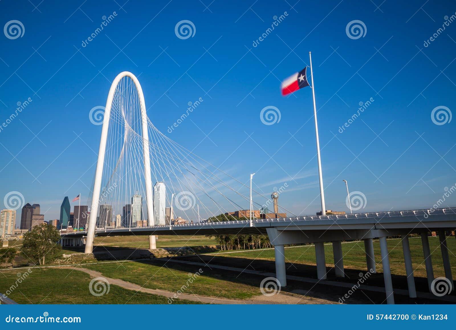 Dallas i stadens centrum horisont och bro för Margaret kojakullar från Conti