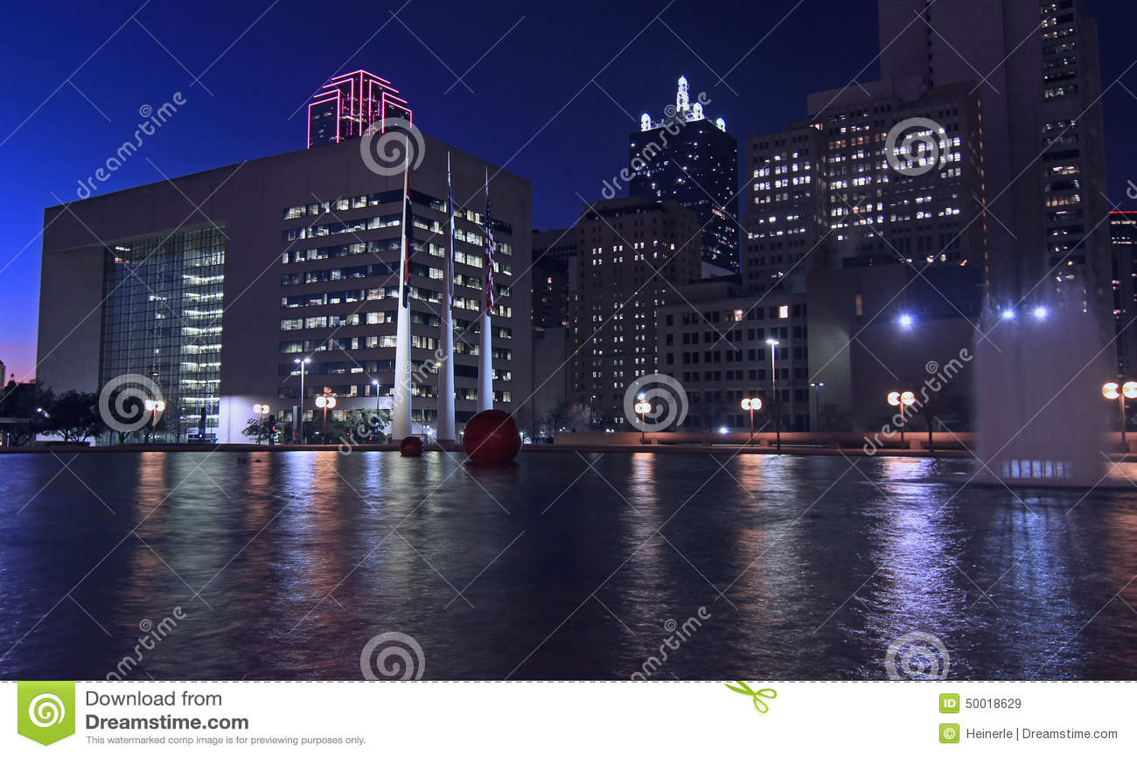 Dallas Skyline: Nightly Lichte bezinningen in water