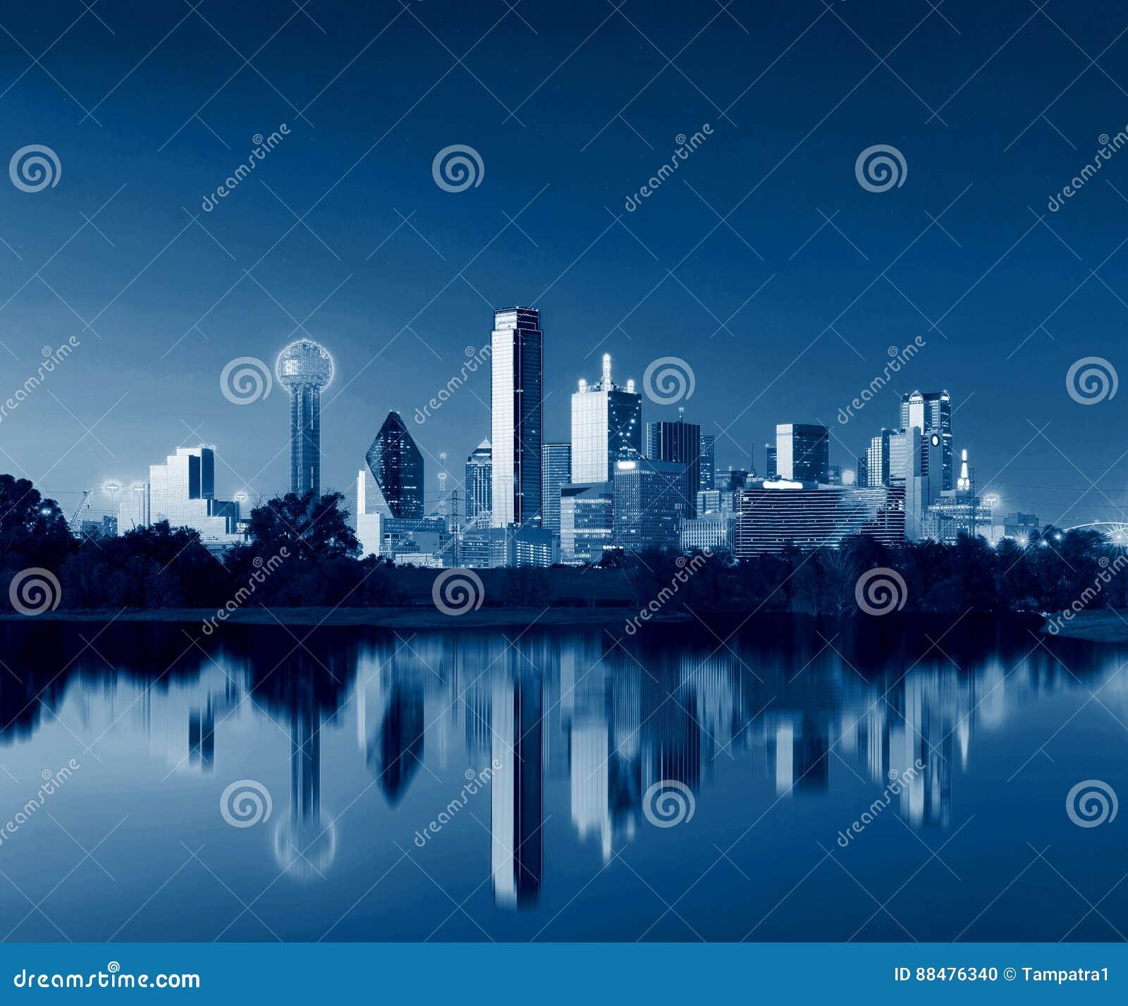 Dallas Skyline Reflection à l aube, Dallas du centre, le Texas, Etats-Unis