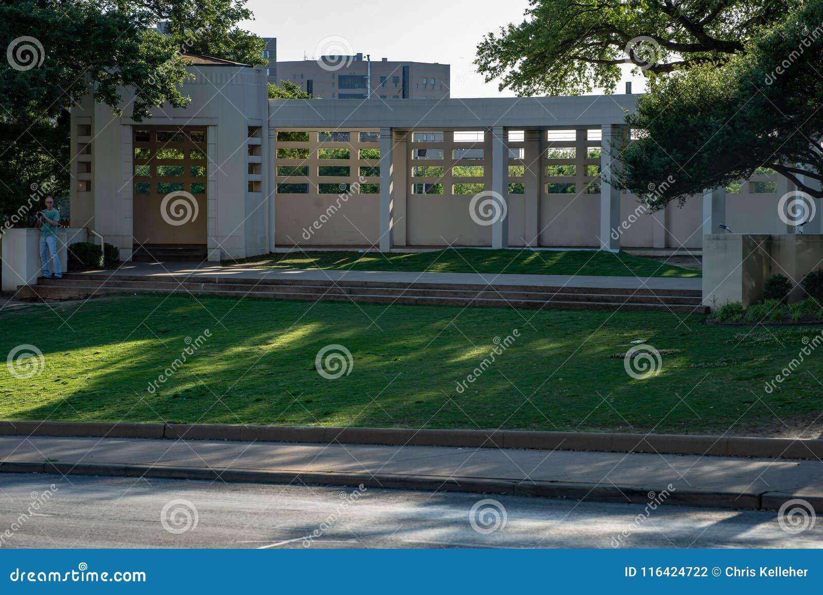 Dallas, Texas - Mei 7, 2018: Het Dealy-Plein en zijn omringende gebouwen in Dallas Van de binnenstad de plaats van John F