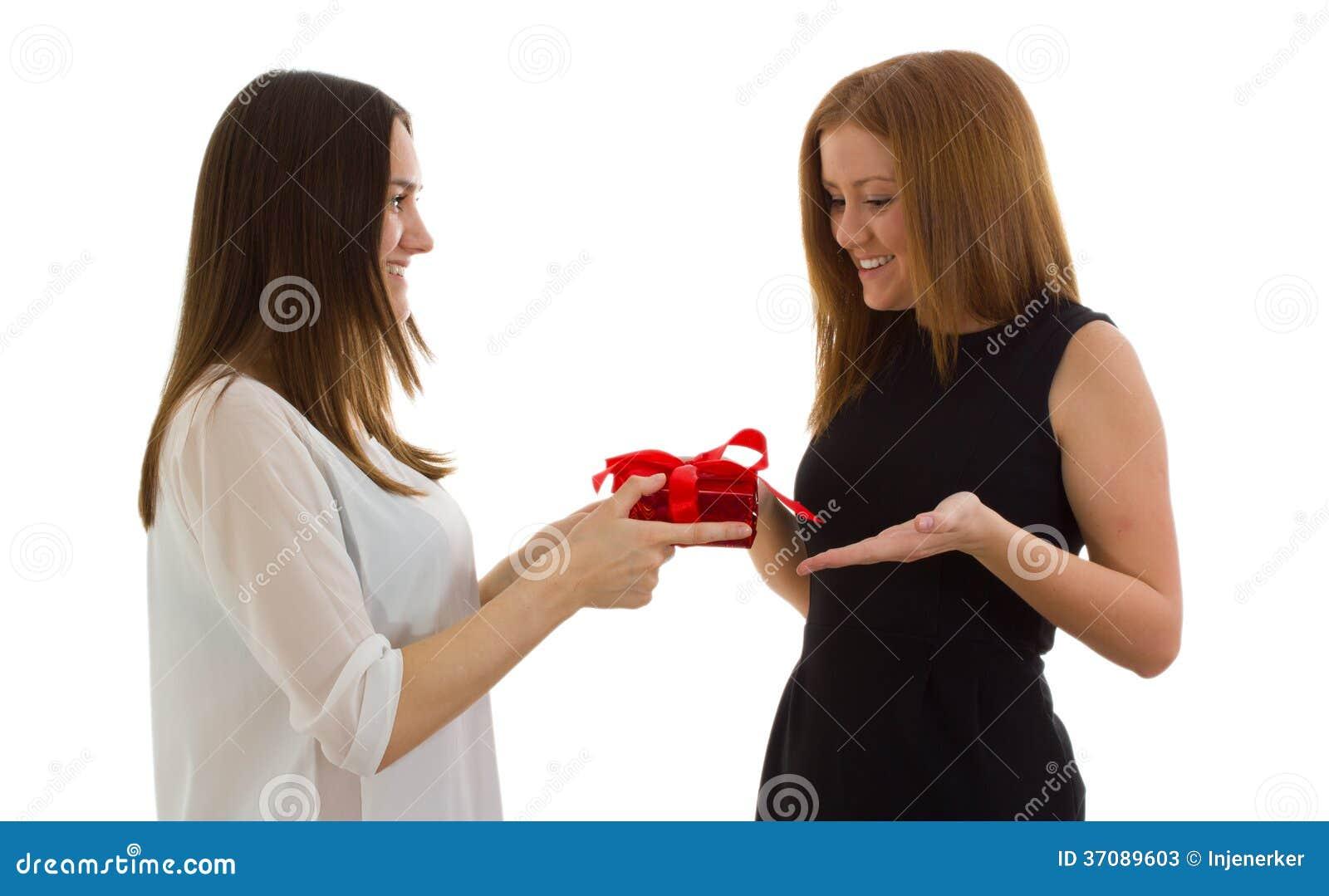 Download Dama daje prezentowi obraz stock. Obraz złożonej z nowożytny - 37089603