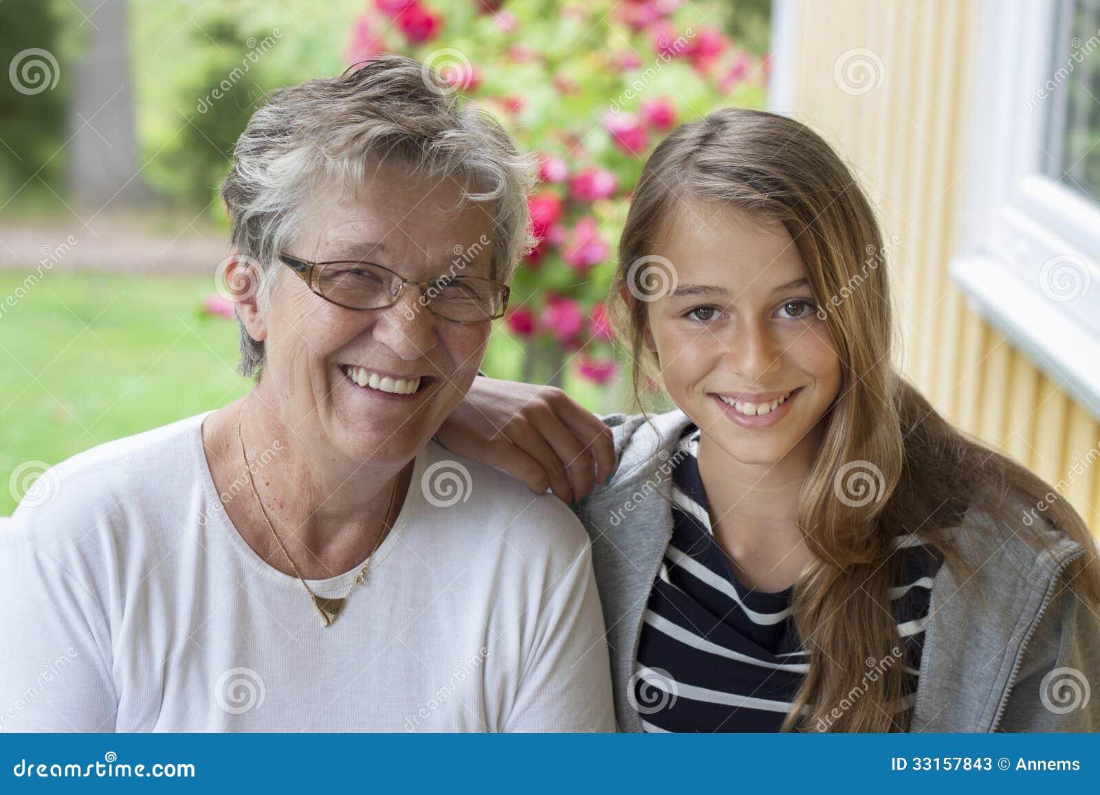 Dame âgée et adolescent