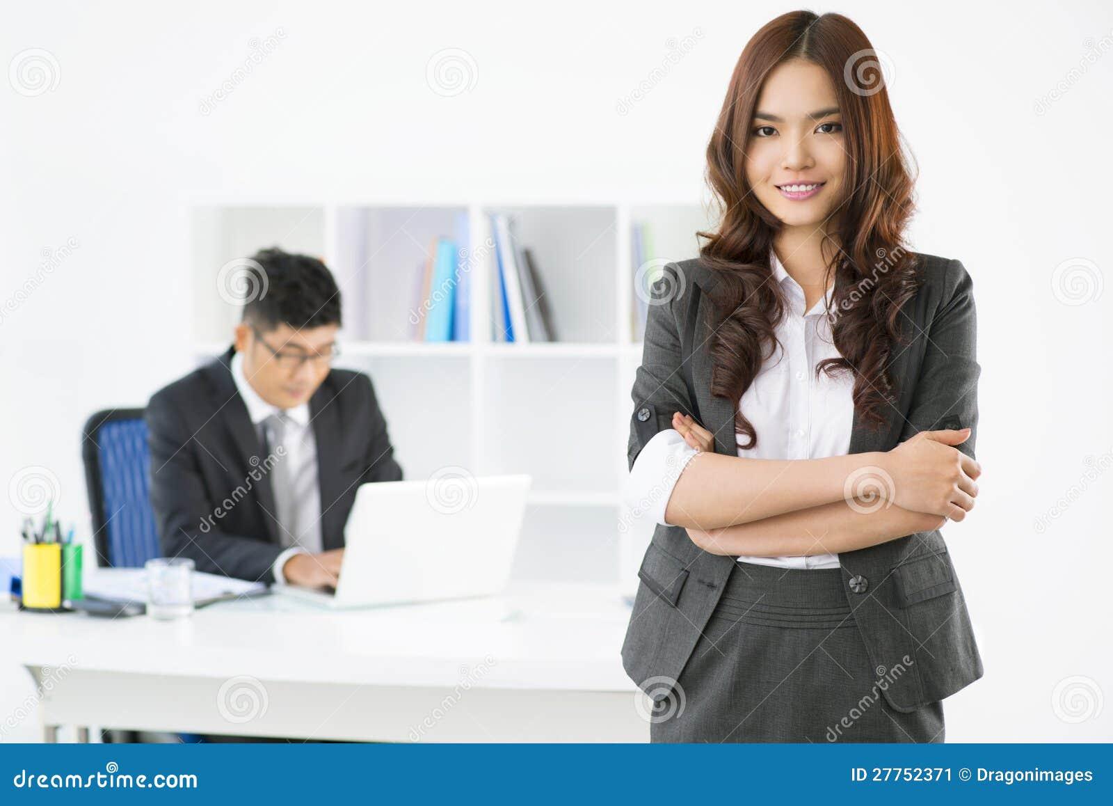 Dame de bureau