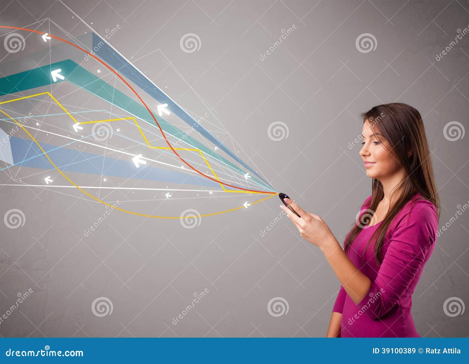 Dame die een telefoon met kleurrijke abstracte lijnen houden