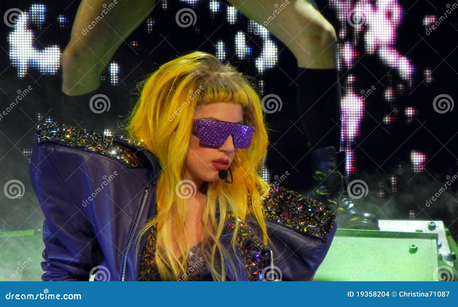Dame Gaga Live 28 Februari 2011