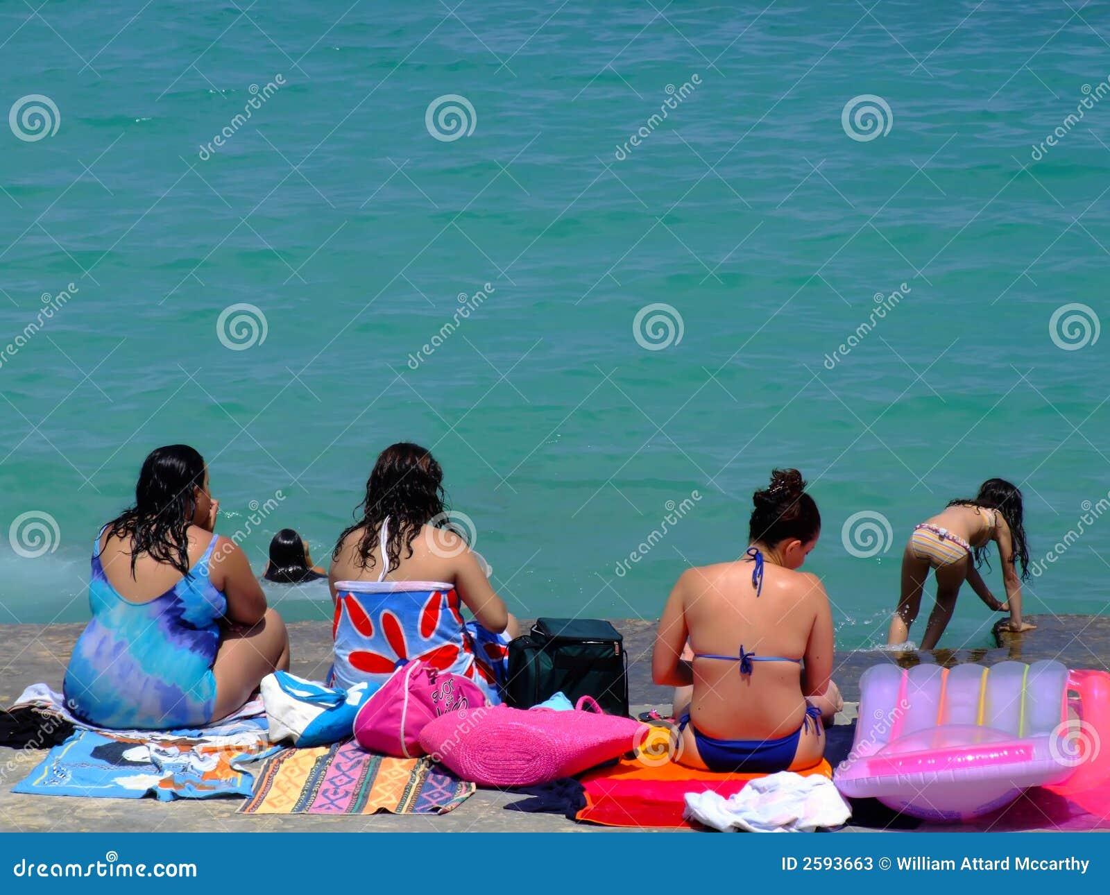 Dames bij het Strand