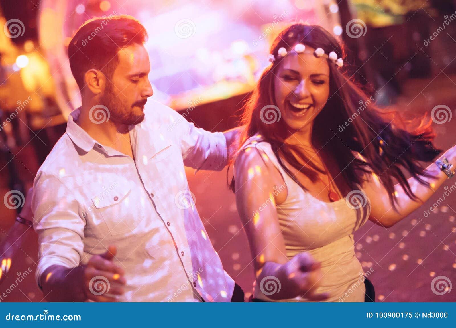 Dança dos pares no clube