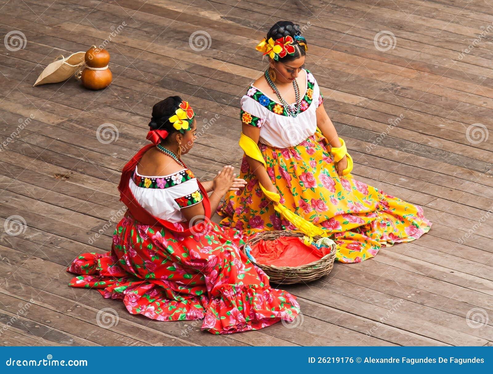 2d8e80100b38f Dança mexicana típica imagem editorial. Imagem de amarelo - 26235220