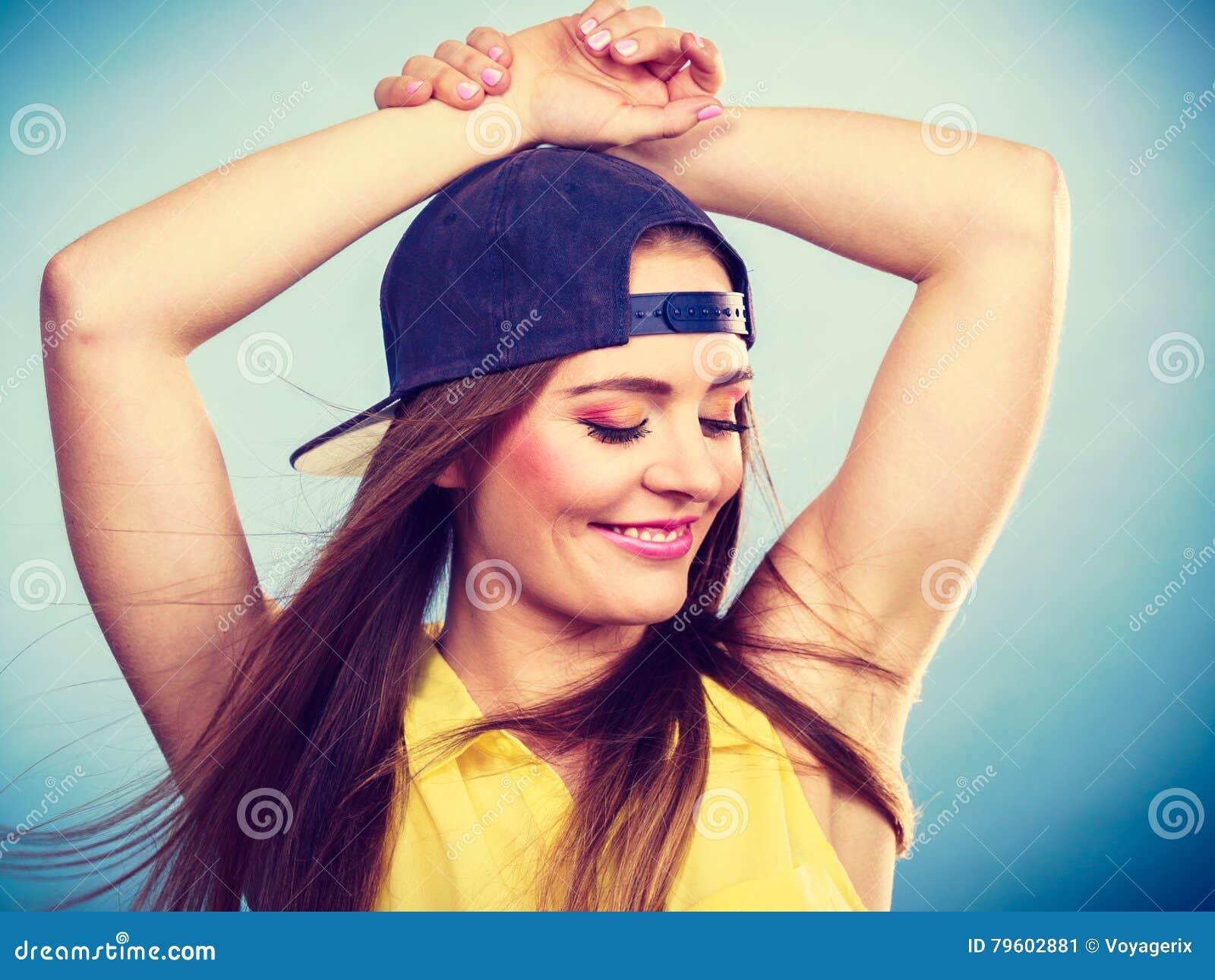 Dançarino fêmea de sorriso na moda novo