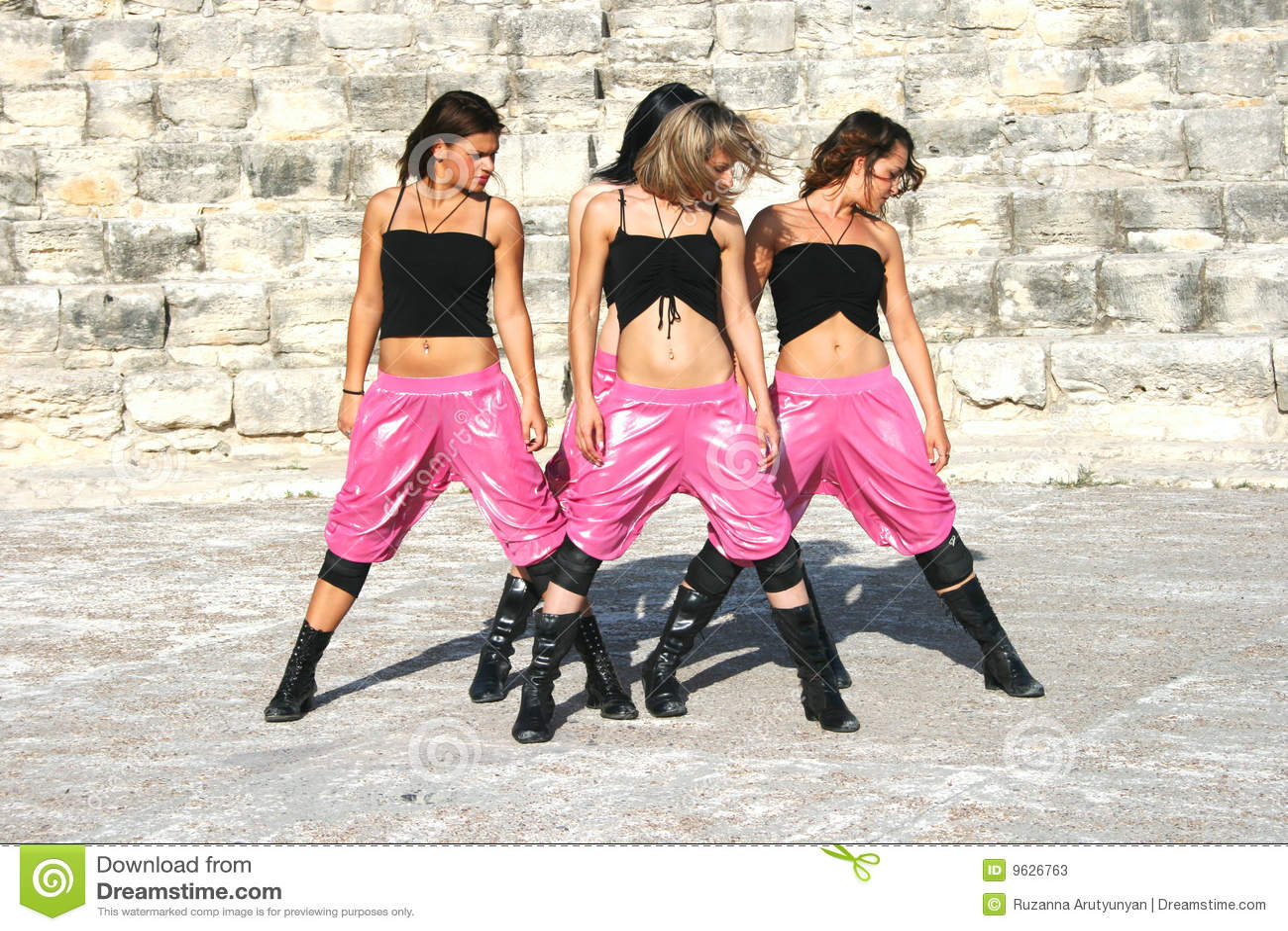 Dançarinos modernos