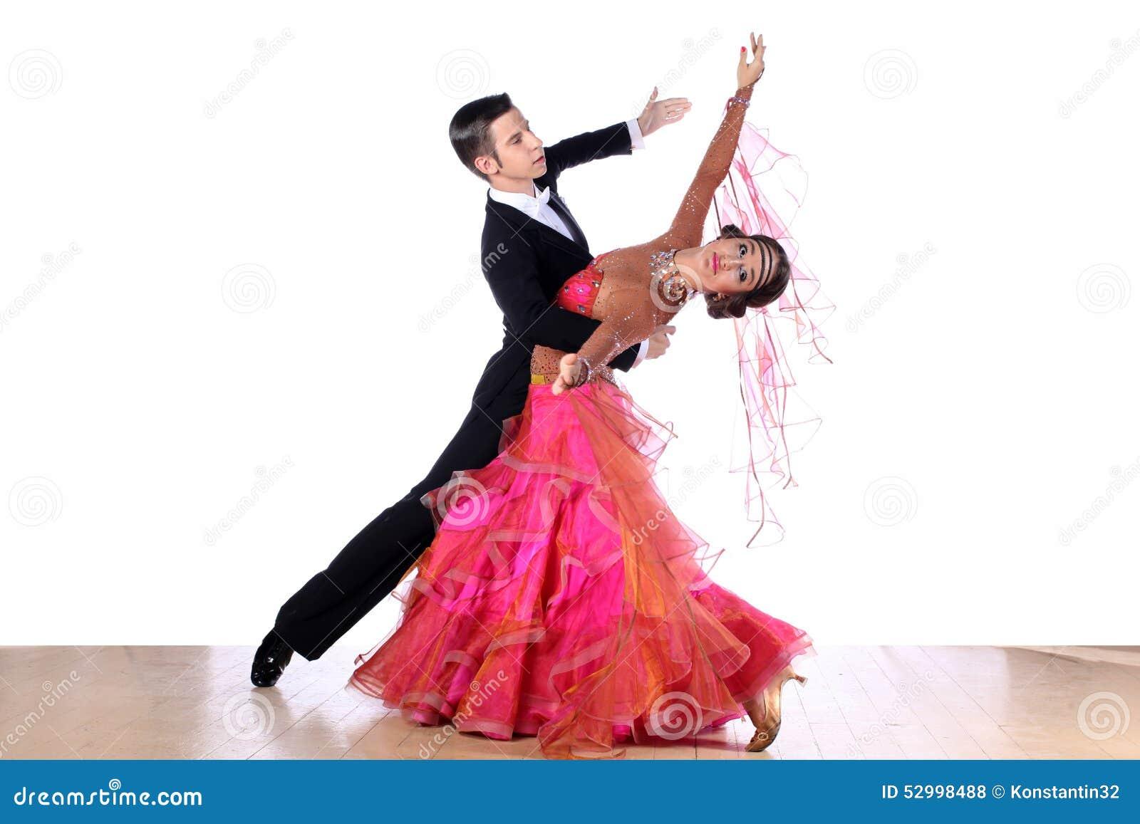Dançarinos no salão de baile