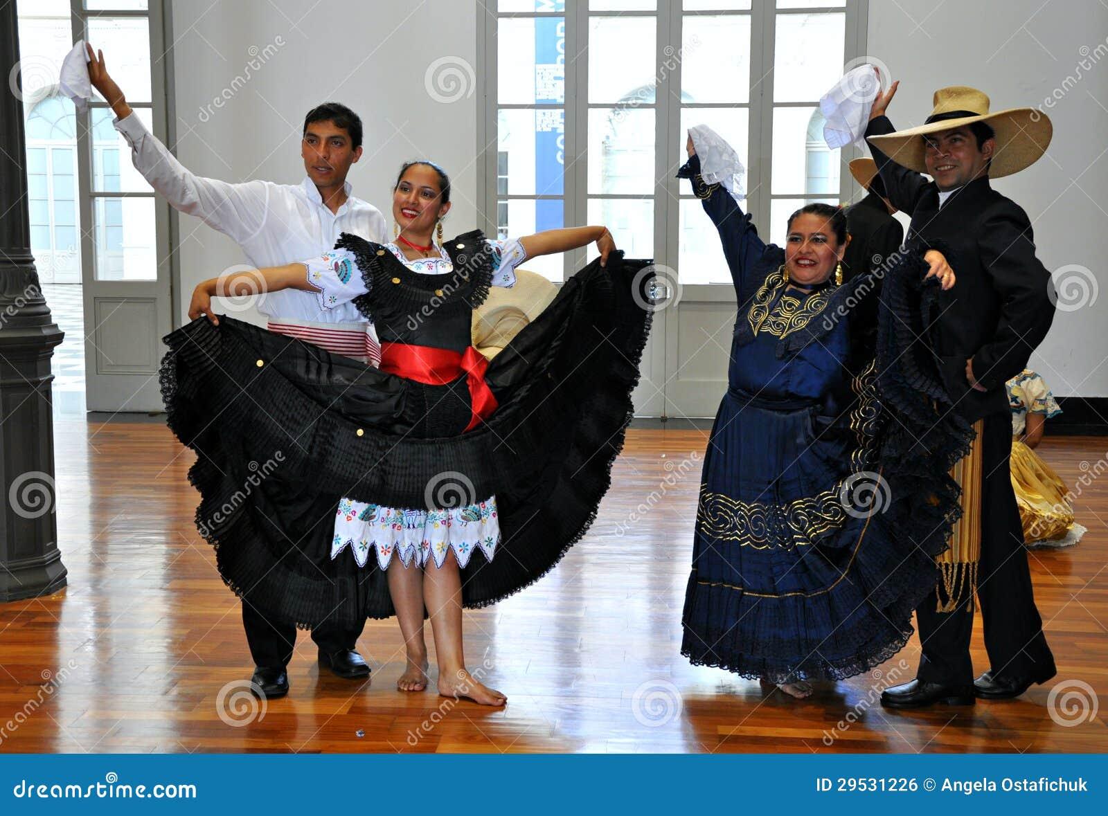 Dançarinos peruanos do folclore