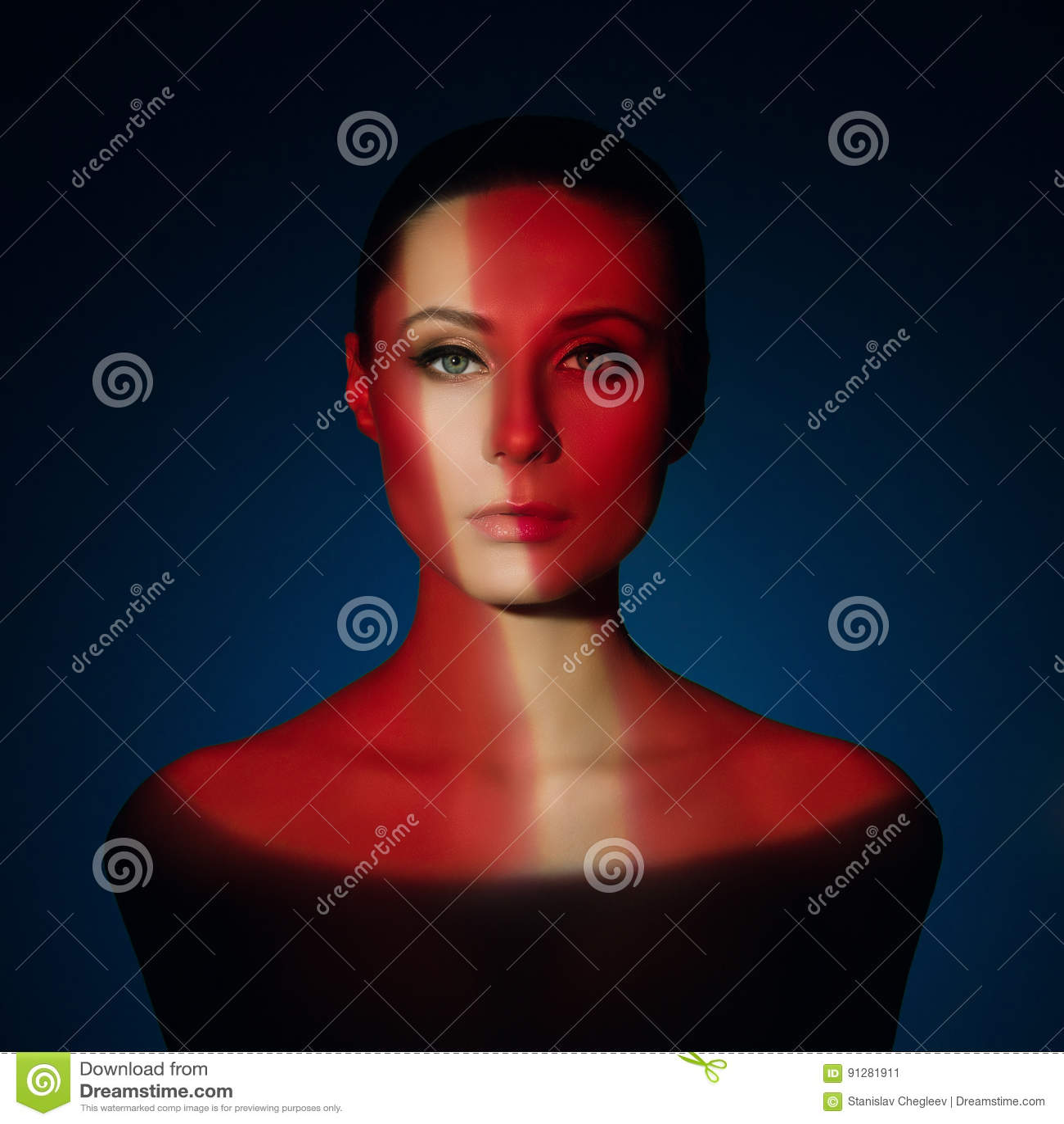 Dana konstståenden av den eleganta nakna unga kvinnan