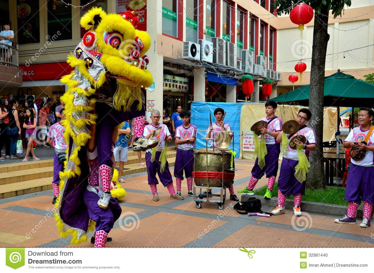 Dance Troupe Performs Chinese Lion Dance, Singapore ...