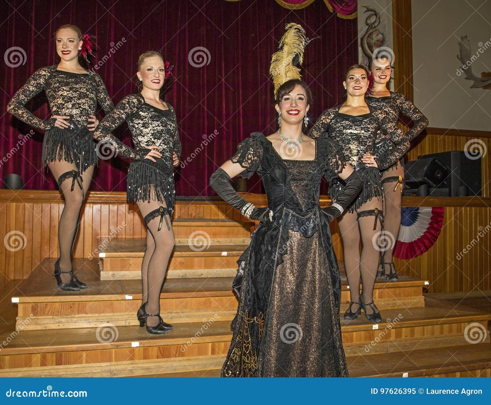 Dancehall Girls Entertain