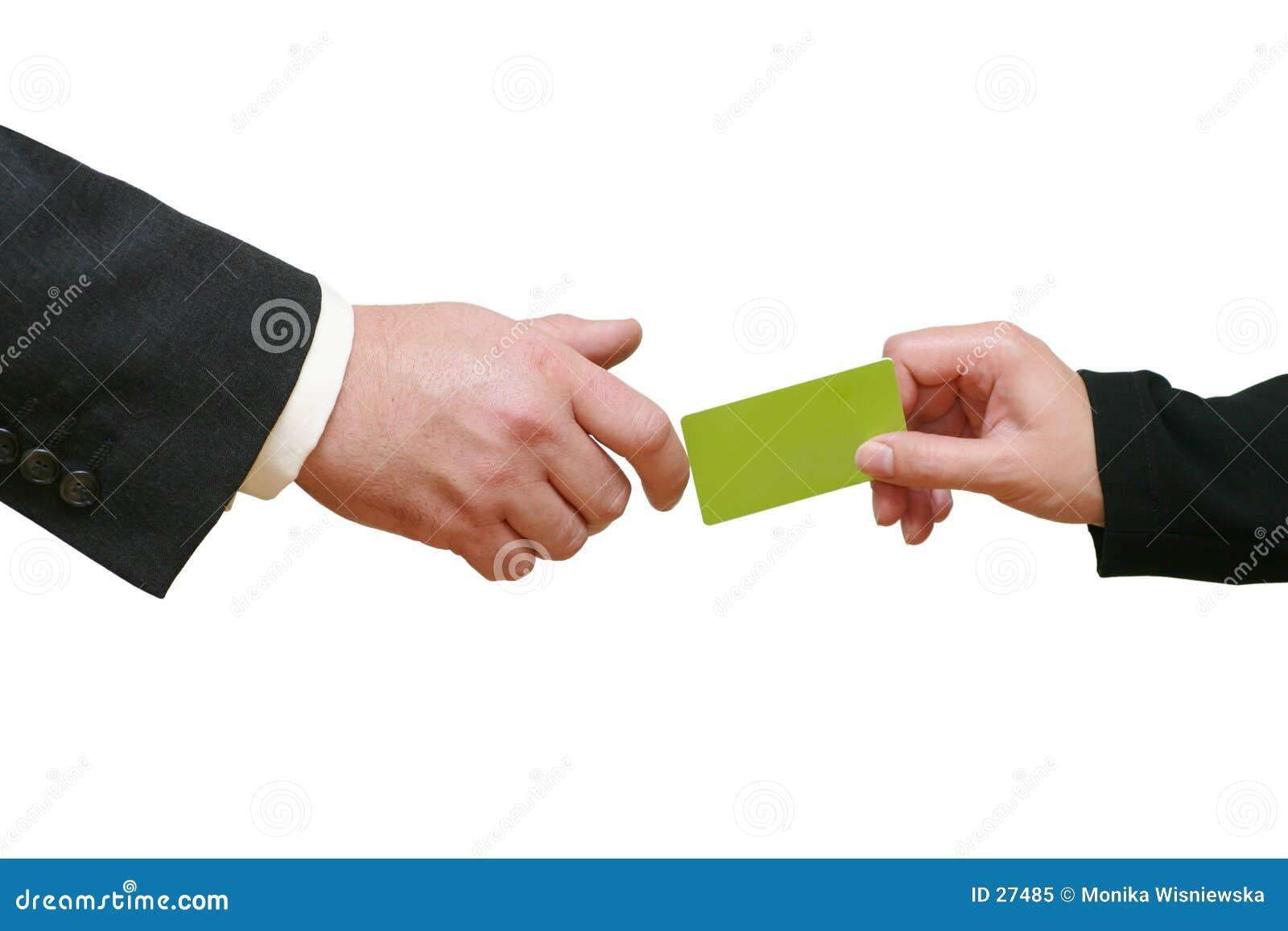 Dando o cartão de crédito