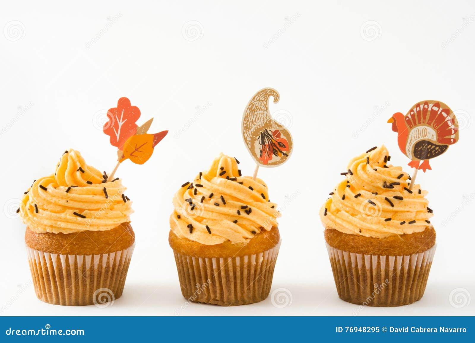 Dankzegging cupcakes op witte achtergrond