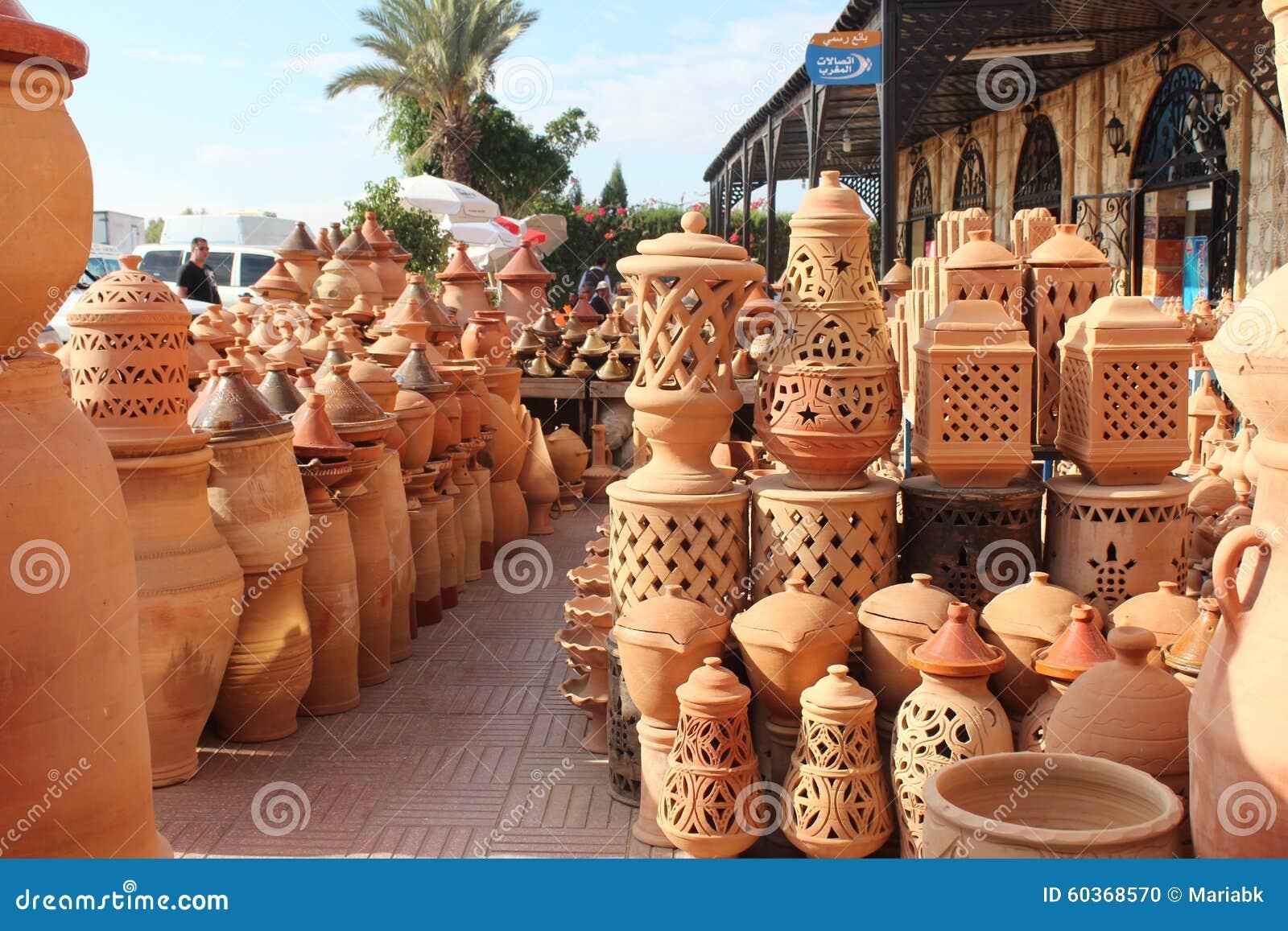 Dans la boutique de c ramique au maroc photo stock image for Prix du carrelage au maroc