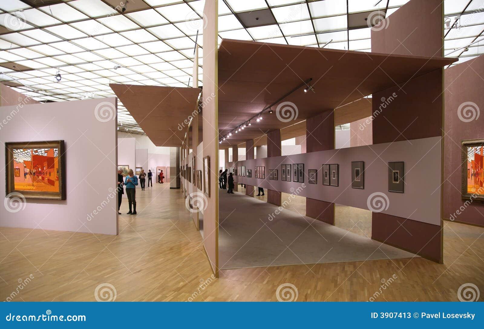 Dans la galerie d art 2