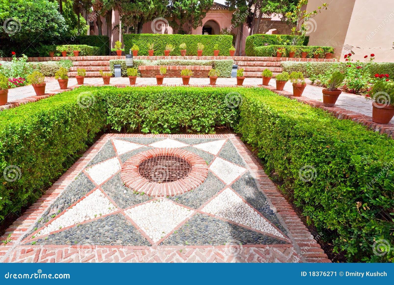Dans le vieux jardin espagnol image stock image du for Jardin spanish