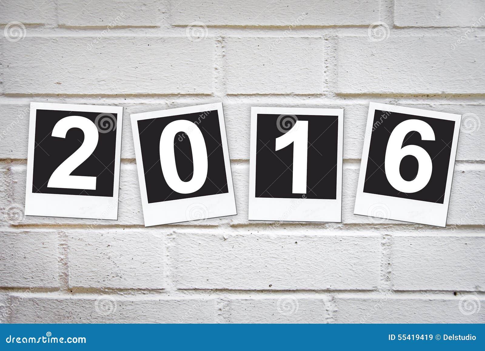2016 dans les cadres instantan s de photo sur un mur de briques photo stock image 55419419. Black Bedroom Furniture Sets. Home Design Ideas