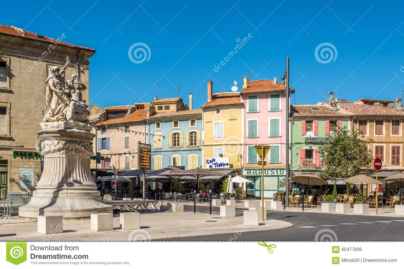 dans les rues de la ville orange france photo ditorial image du europe architecture 60477806. Black Bedroom Furniture Sets. Home Design Ideas