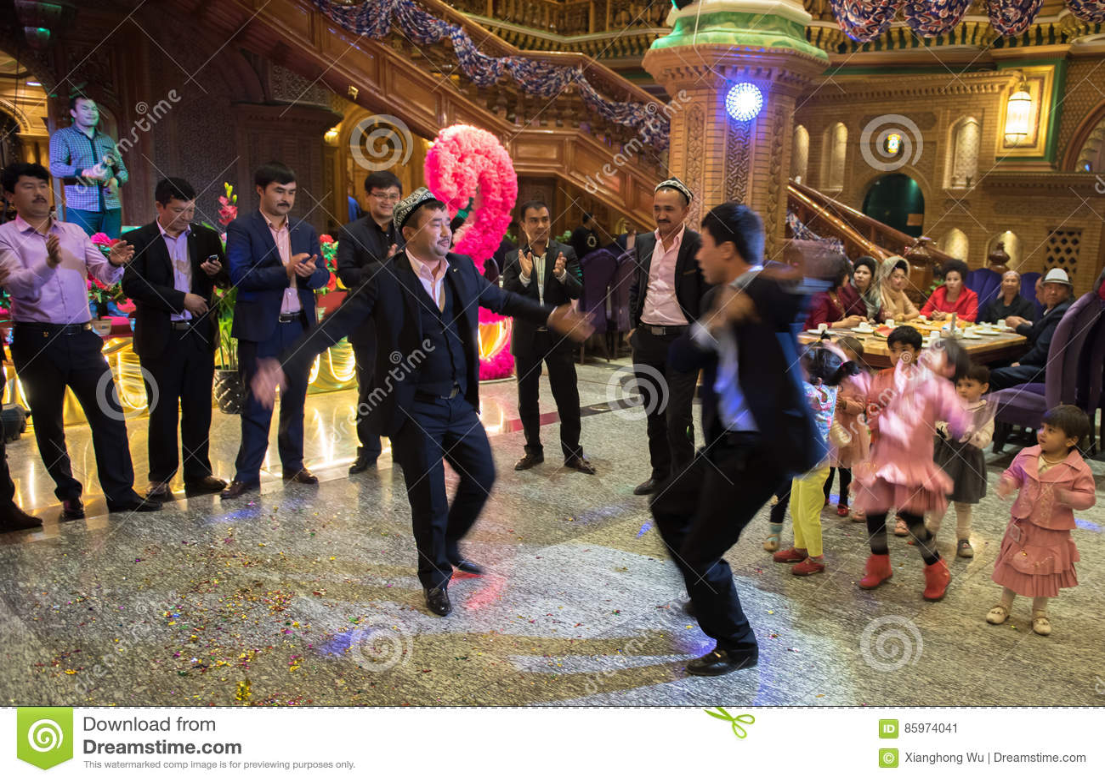 Dansa i bröllopceremoni