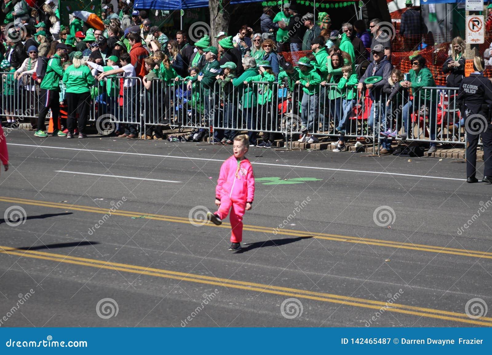 Dansare 2019 för St Louis St Patrick Day Parade VIII