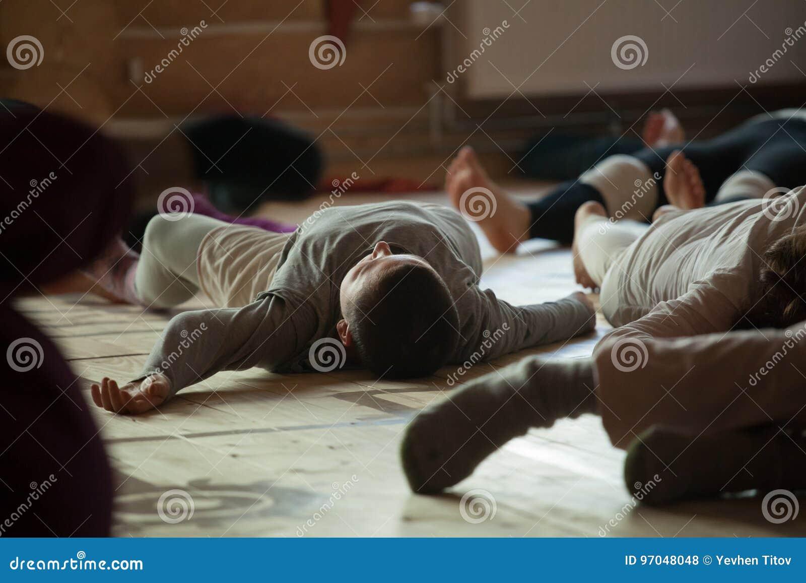 Dansare foots, ben, på golv