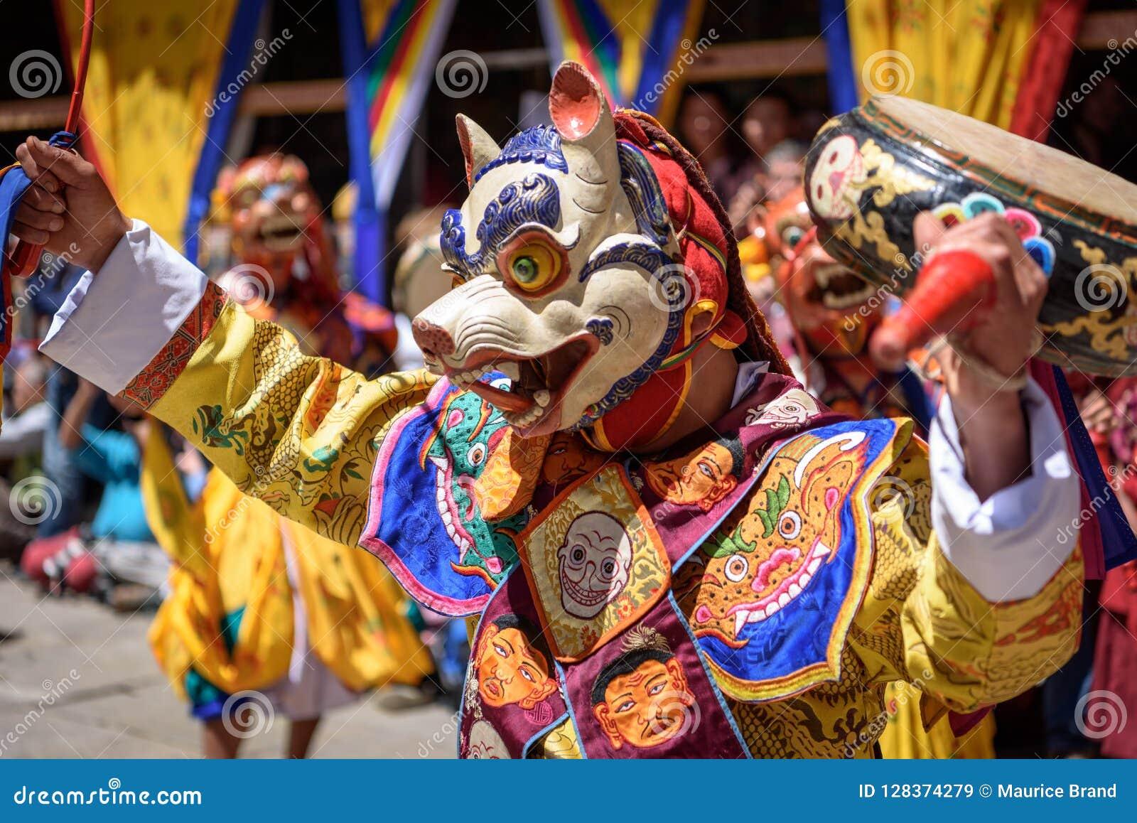 Danse de moine bouddhiste au festival de Paro Bhutan
