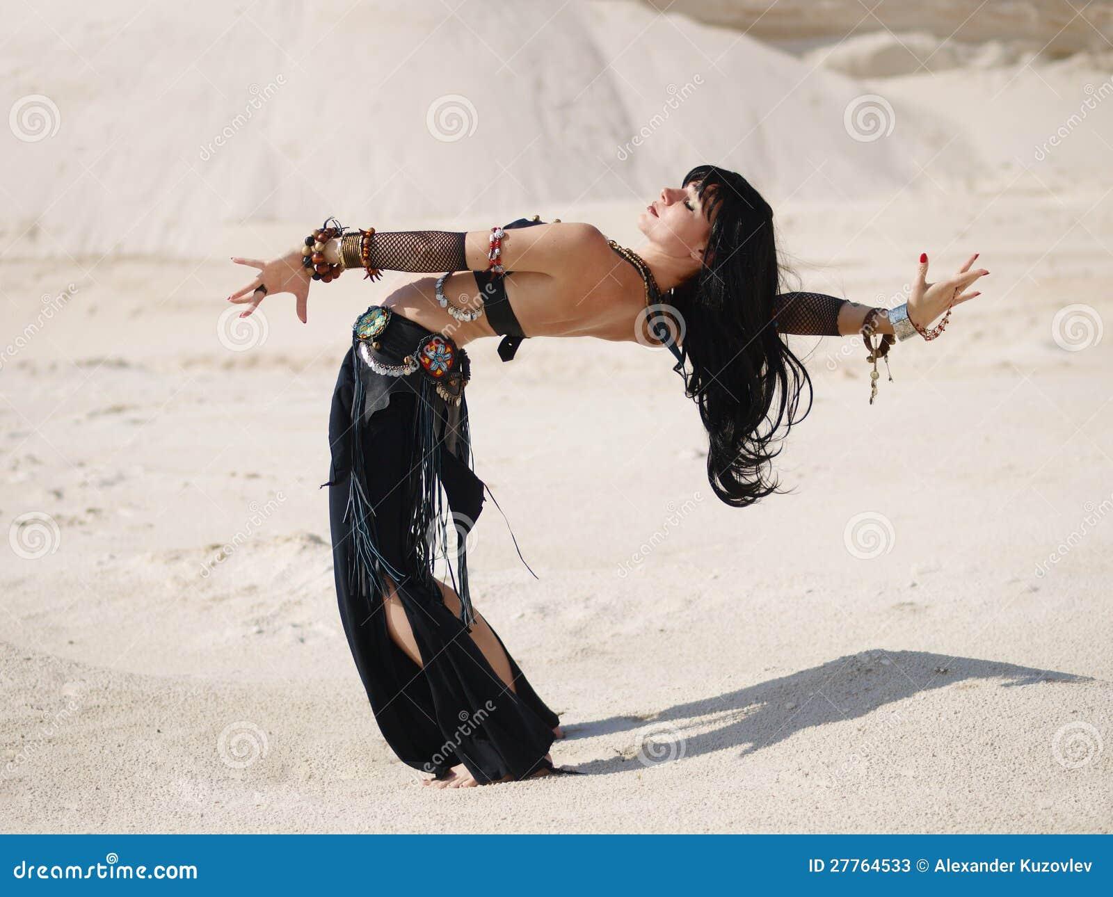 Danse tribale en sable