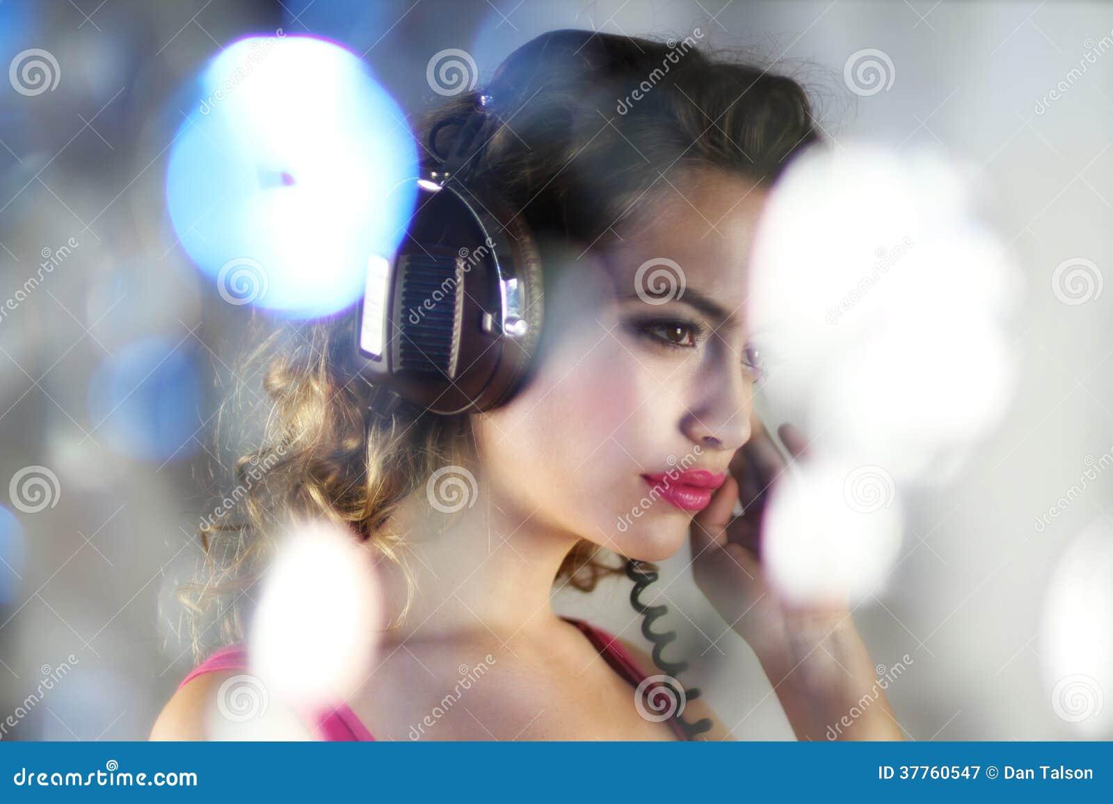 Dansende sexy vrouw