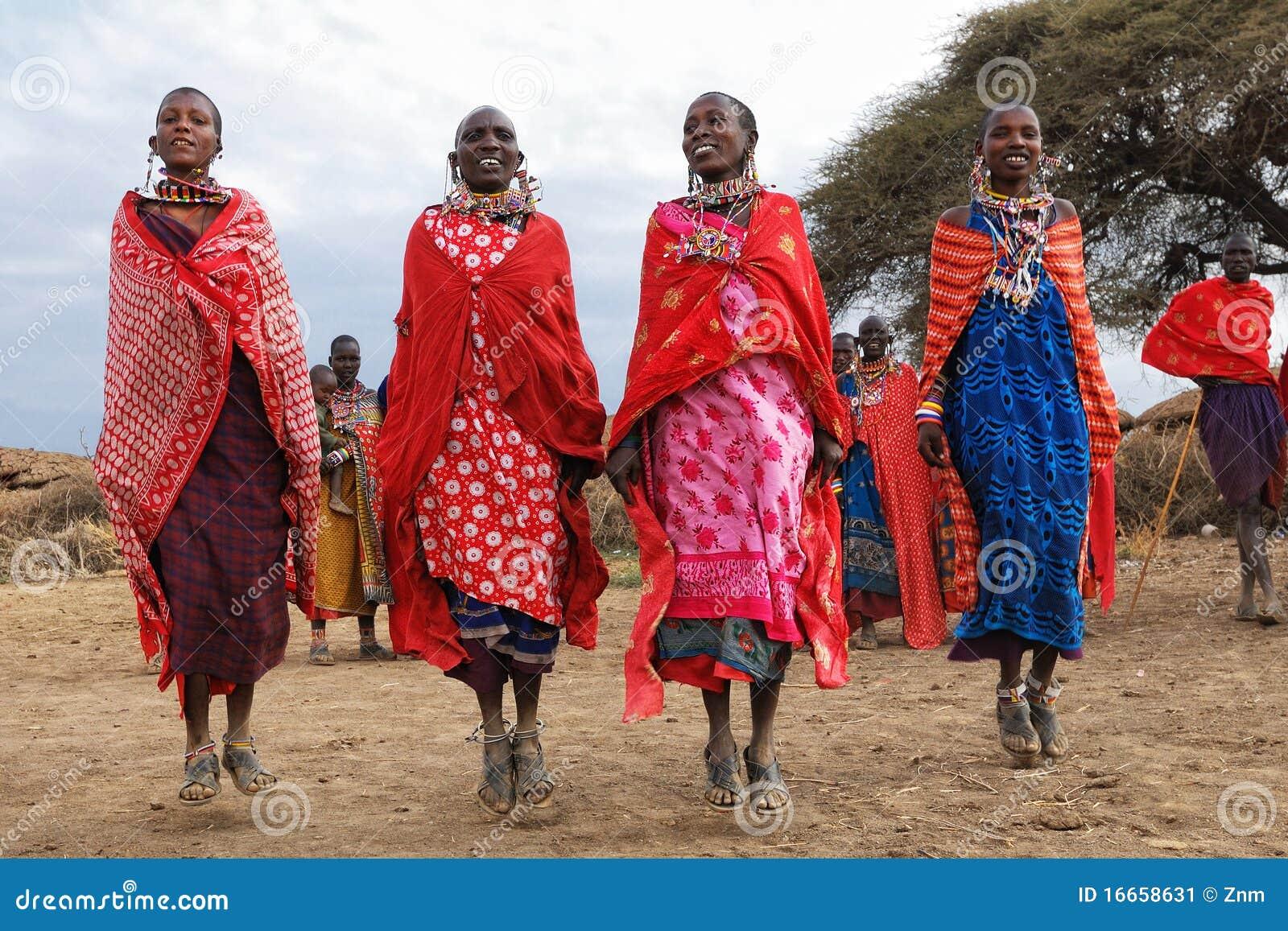 Dansende Vrouwen Masai Redactionele Foto Afbeelding