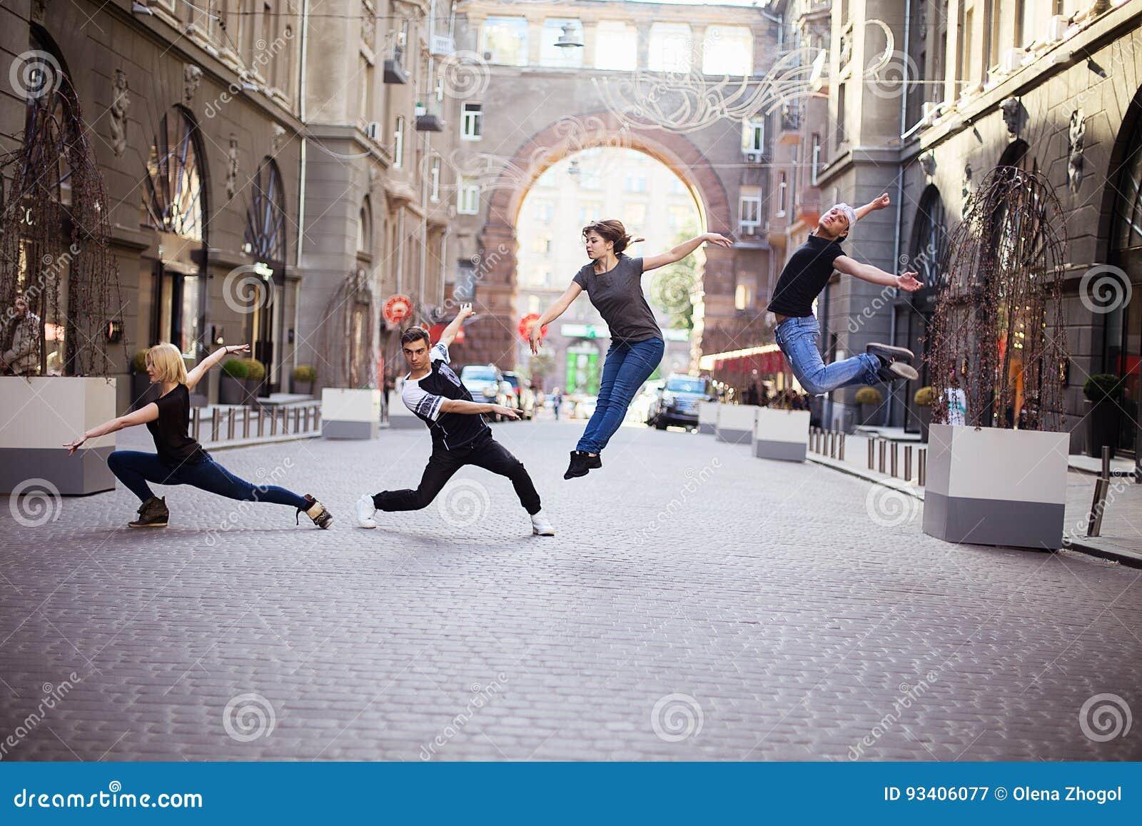 Dansers op de straat