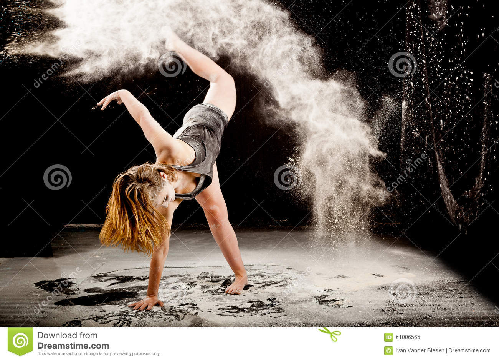 Danseur contemporay de poudre