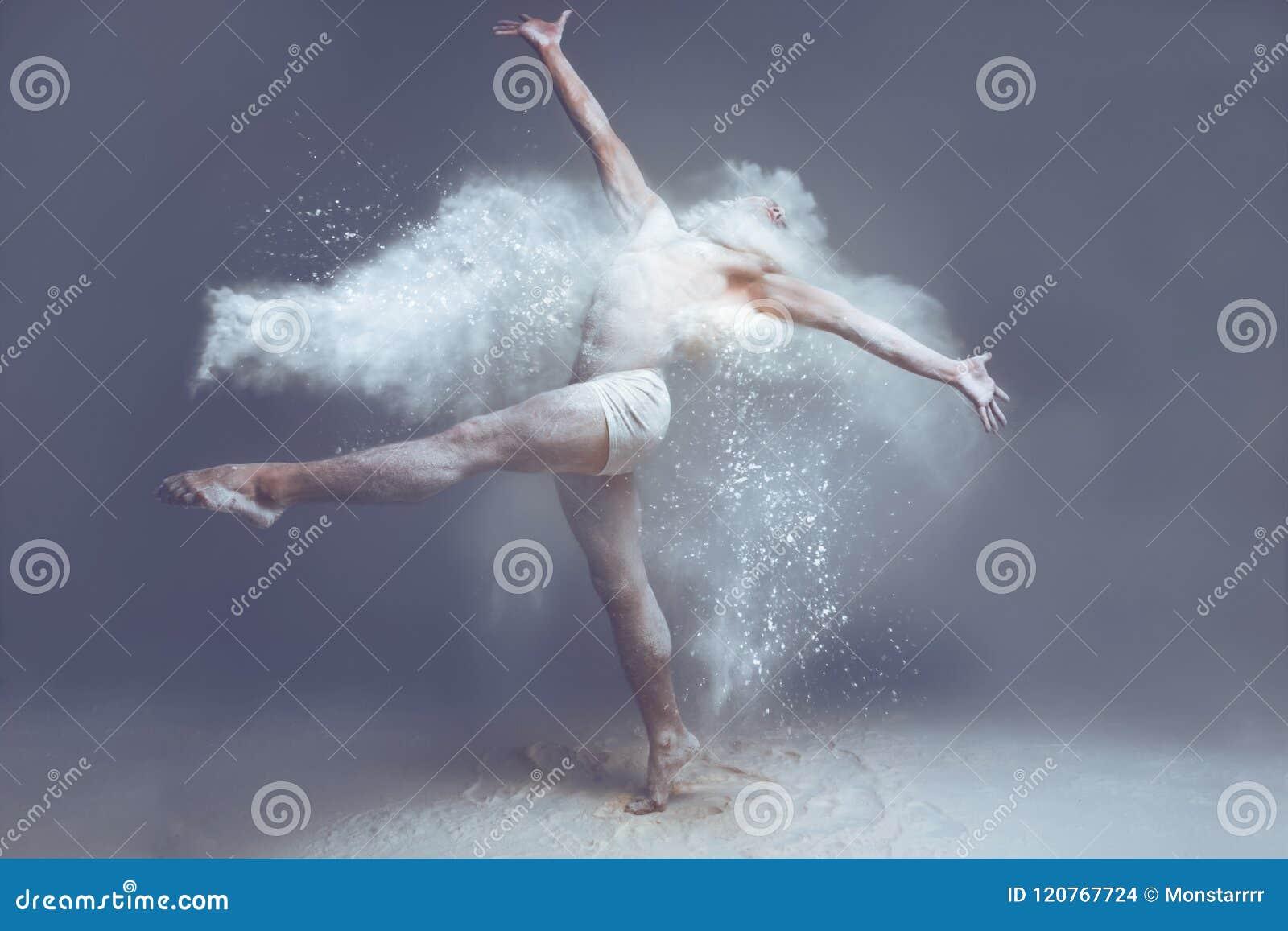Danseur d homme de muscle en poussière/brouillard