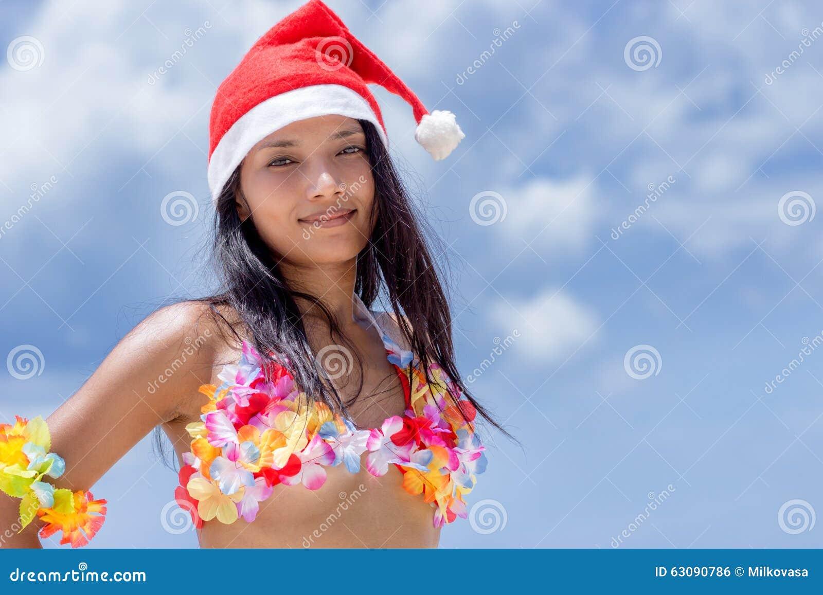Download Danseur De Danse Polynésienne D'Hawaï Avec Le Chapeau De Santa Claus Photo stock - Image du femelle, claus: 63090786