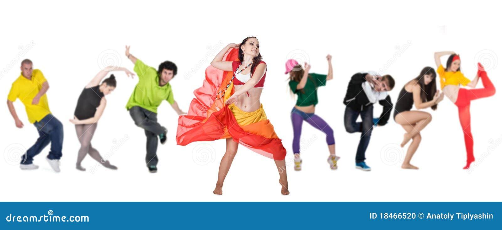 Danseur de groupe avec l amorce