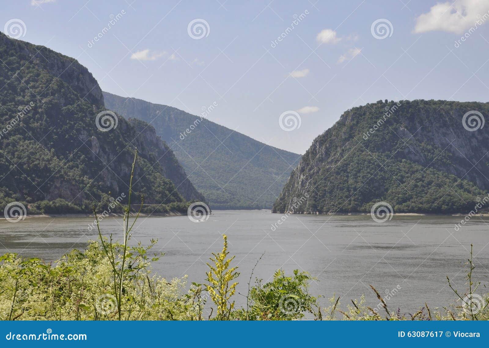 Download Danube à La Gorge De Cazane En Roumanie Image stock - Image du nautique, fond: 63087617