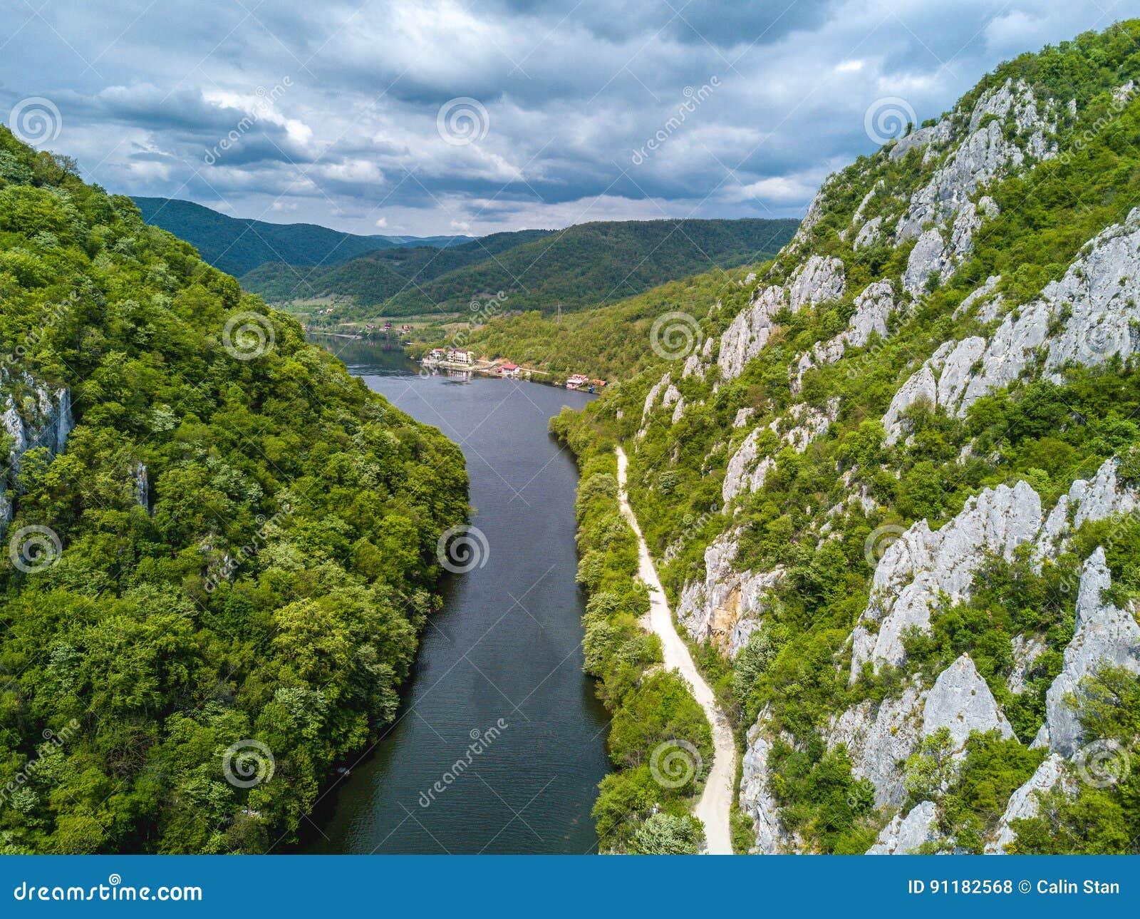 Danube wąwozów neear żelazo Zakazuje Rumunia, Serbia -
