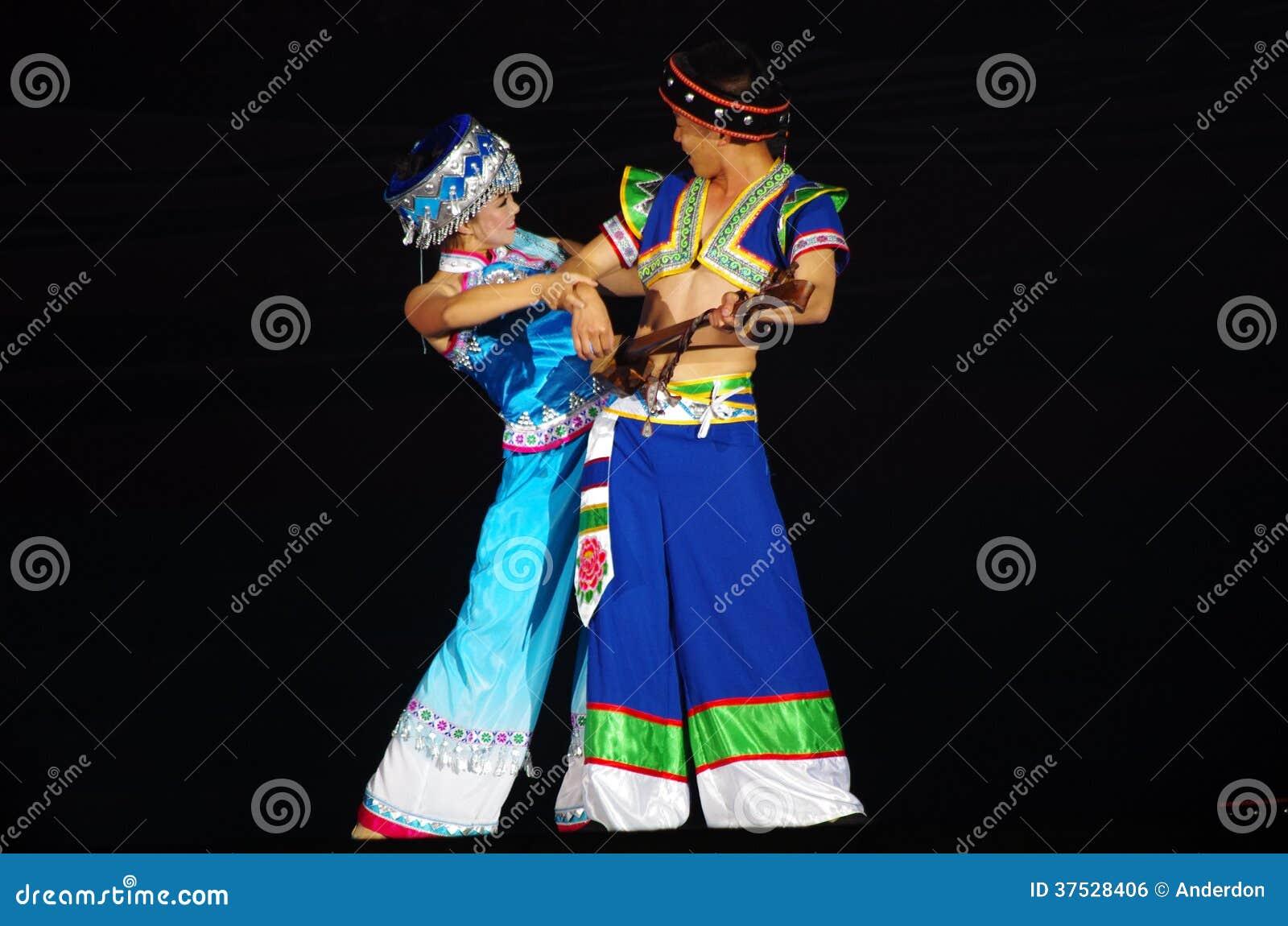 Danza Popular Del Chino Foto Editorial