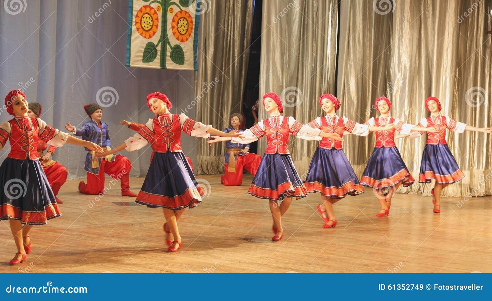 Danza Popular Ucraniana Imagen De Archivo Editorial